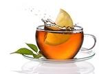 Filiżanka herbaty z cytryną i splash