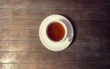 Napowietrznych strzał z filiżanką herbaty