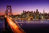 San Fransisco linia horyzontu i zatoka most przy zmierzchem, Kalifornia