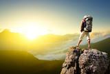 Turysta na skale. Koncepcja sportu i aktywnego życia