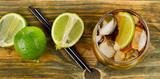 Kuba Libre Napój na drewnianym stole
