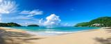 Panoramiczny widok Nai Harn plaża w Phuket, na słonecznym dniu