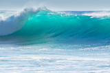 Fale rozbijające się o brzeg Madery
