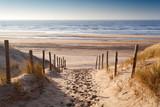 ścieżka piasku do Morza Północnego o zachodzie słońca