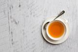 Filiżanka herbata na białym tle, odgórnego widoku punkt