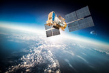 Kosmiczna satelita nad planetą Ziemia