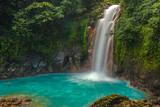 Piękny wodospad Rio Celeste