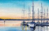 Letni krajobraz z łodzi żaglowych w zatoce.