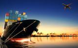 kontenerowiec w imporcie, port eksportowy przed pięknym porannym l