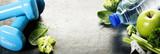 Świeże zdrowe warzywa, woda i taśma miernicza. Zdrowie i d