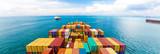 Statki towarowe wchodzące do jednego z najbardziej ruchliwych portów na świecie, Singapur.