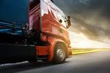 Ciężarówka o zachodzie słońca