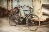 Retro stylu obraz starożytnego roweru i ciężarówki