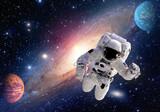 Astronauta kosmita kosmosu układu słonecznego wszechświata planety ludzie. Elementy tego obrazu dostarczone przez NASA.