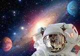 Astronauta kosmita hełma kosmosu układu słonecznego planety wszechświat. Elementy tego obrazu dostarczone przez NASA.