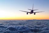samolot odleciał na niebie