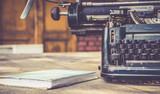 zbliżenie na maszynie do pisania vintage w stylu retro