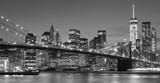 Czarny i biały Manhattan nabrzeże przy nocą, NYC.