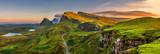Quiraing gór zmierzch przy wyspą Skye, Scottland, Zjednoczone Królestwo