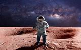 Dzielny astronauta na spacerze na marsie. Ten obraz elementy dostarczone przez NASA.