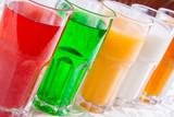 Różne napoje bezalkoholowe w szklance