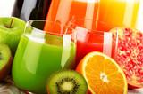 Szklanki soku owocowego. Dieta Detox