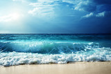 fale na plaży Seszele
