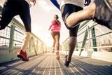 Biegaczy biegających na zewnątrz