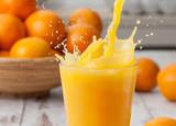 Sok pomarańczowy wlewając splash