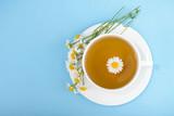 Filiżanka herbaty i chamomiles