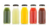 butelki z warzyw i owoców sok na białym tle