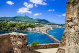 Wyspa Ischia - widok z zamku Aragonese, włoskie święta