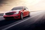 Szybka jazdy czerwony samochód sportowy prędkości na drodze