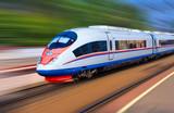 Nowoczesny pociąg przy dużej prędkości
