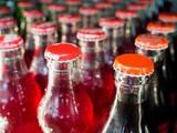 szklane butelki z tło napojów bezalkoholowych