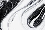 abstrakcyjne tło, biały i czarny olej mineralny farby na wodzie