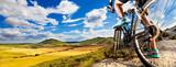 Rower górski Sport i zdrowy życie. Sporty ekstremalne. Górzysty bicykl i mężczyzna. Życie stylowy plenerowy krańcowy sport