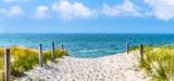 Dostęp do plaży nad Bałtyk, wydma, błękitne niebo, panorama