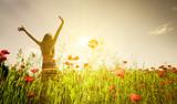 Kobieta w wiosna łąka