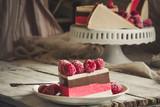 wielowarstwowe ciasto galaretkowe - deser z jagodami i czekoladą (sernik)