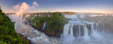 Niesamowite wodospady Iguazu, letni krajobraz z malowniczymi wodospadami
