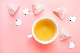 zielona herbata i torebka herbaty