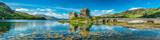Zamek Eilean Donan w ciepły letni dzień - Dornie, Szkocja
