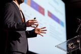 Prelegent na konferencji biznesowej lub prezentacji