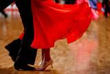 Para tancerzy sportowych standardowej konkurencji tanecznej