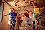 Zespół tańca pasja - tancerz wykonujący trening tańca w studio