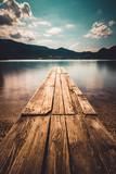 Spokojny nastrój nad jeziorem w słoneczny letni dzień