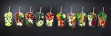 Składniki żywności do mieszania smoothie lub soku na szkło malowane na czarnej tablicy. Widok z góry z miejsca na kopię. Organiczne owoce, warzywa. Wegetariańskie, wegańskie, detox, czyste pojęcie jedzenia
