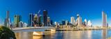 BRISBANE, AUSTRALIA AUG 12 2018: Panoramiczny widok Brisbane od południe deponuje pieniądze nad rzeką.
