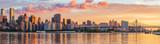 Widok na panoramę Manhattanu od miasta Long Island o wschodzie słońca